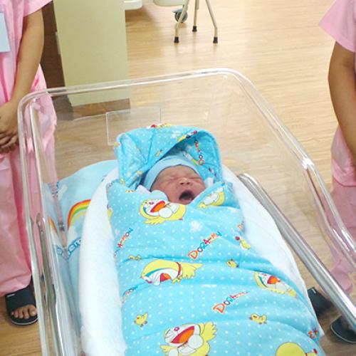 Bệnh viện Quốc tế Green đón bé gái đầu tiên